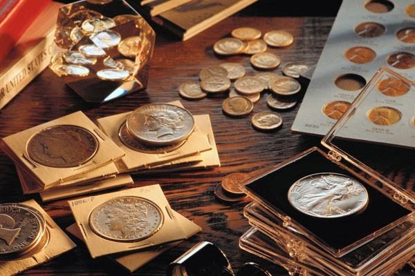 Куда сдать старые монеты и где обменять мелочь?